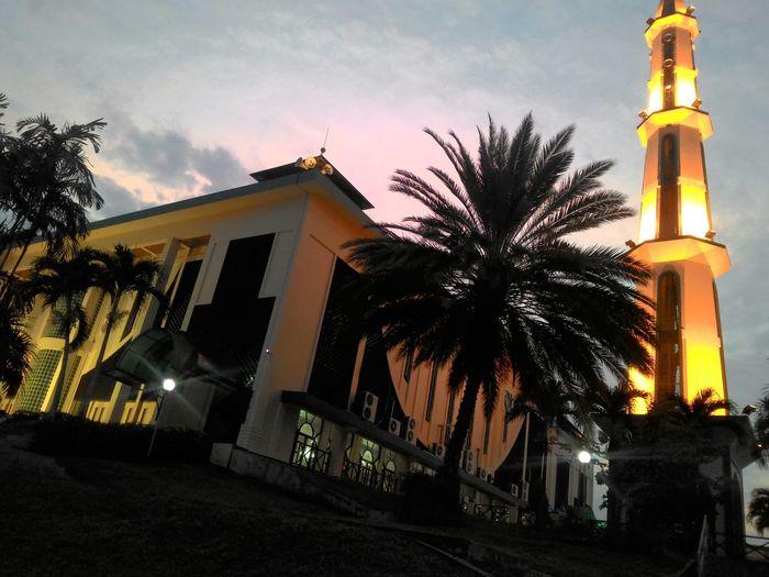 Creative Light And Shadow At Mosque Al-kautsar LmMuslim So Beautiful  Loveit