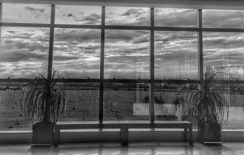 Window Paisagem urbana #sjc #sjctem #fotografia #silvialexandre #photographer #photo #photography #photographos #mobgraphia #mobigraphy #mobilephotography #mobile #euacreditonoamor #euamopretoebranco #pb #blackandwhite #pretoebranco #bw #bwmasters
