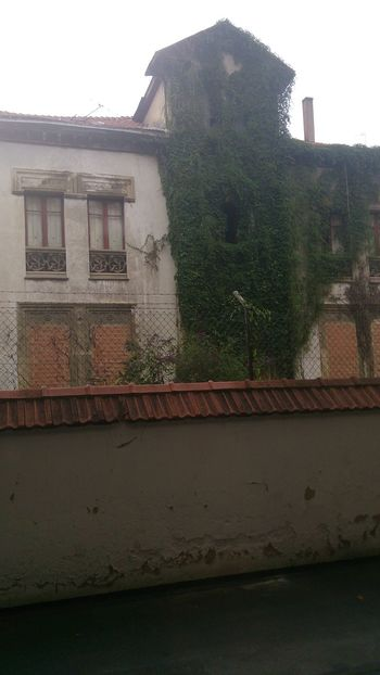 Abandoned house in Vitoria / Gasteiz Abandoned Buildings Architecture Building Building Exterior Built Structure City Day Exterior Nature No People Outdoors Residential Building Residential Structure Sky