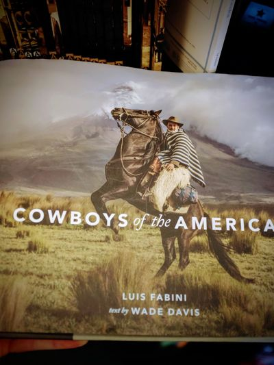 Visual Journal November 2017 Lincoln, Nebraska - Cowboys of the Americas Hardcover – November 15, 2016 by Wade Davis (Author),‎ Luis Fabini (Photographer) A Day In The Life Bookstore Christmas Shopping Cowboys FUJIFILM X100S Luis Fabini Photography Book Shopping Visual Journal Always Taking Photos Communication Photo Diary S.ramos November 2017 Text Wishlist
