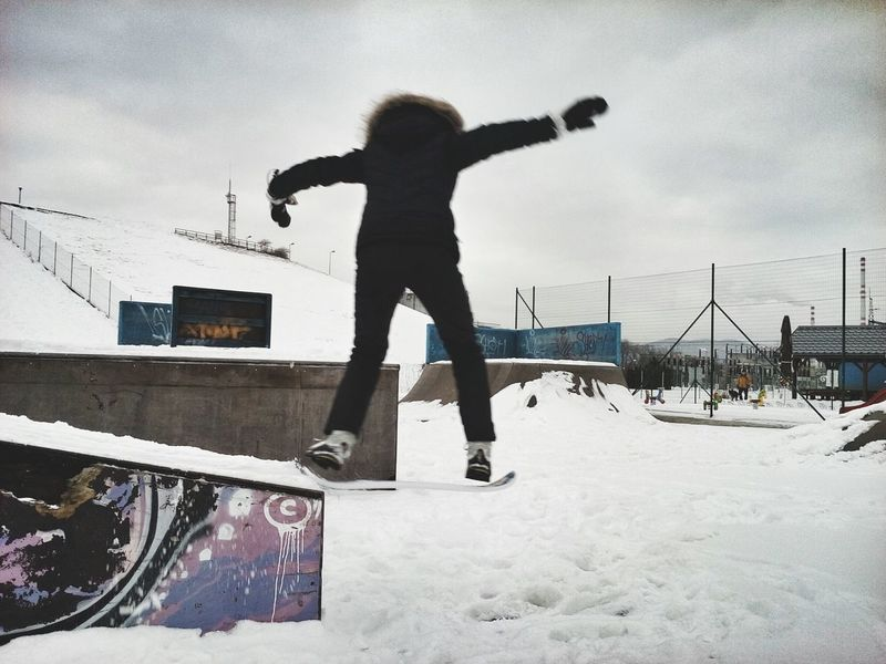 Snow Sports Skatepark Snowskate Winter Sports Fun Winter Leisure Activity Jumping Outdoors Black Clothing Cold Temperature Woman In Black Motion Snow Jump Drop Off Balance That's Me! Lieblingsteil
