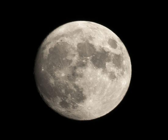 Big old moon tonight! 300mm Astronomy Cropped Full Moon Moon Shootforthemoon