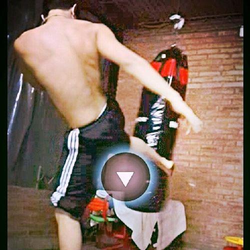 (8 Kickboxing Streetworckut Muscule Smile happy moment gym