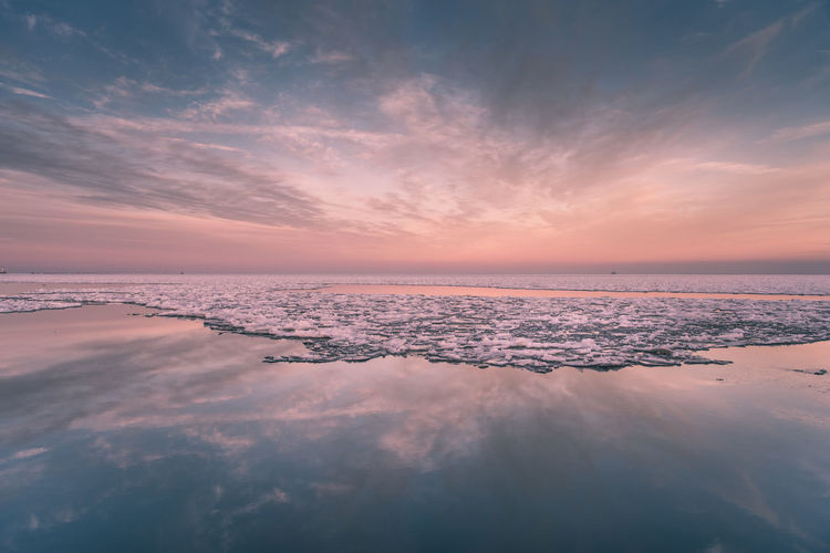 Frozen Lake Exploring Ice Lake Michigan Taking Photos Travel Winter Beauty In Nature Cloud - Sky Cold Day Enjoying Life Horizon Over Water Idyllic Nature No People Outdoors Reflection Scenics Sky Sunset Tranquil Scene Tranquility Water