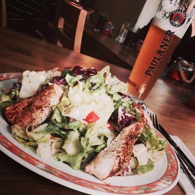 Salat mit Putenbrust... auch lecker. Brennerhof Tuttlingen Putenbrust Beer Foodkoma Food Turkeybreast Essen Salad Turkey Bier Foodporn Salat Weissbier Paulaner  Immendingen
