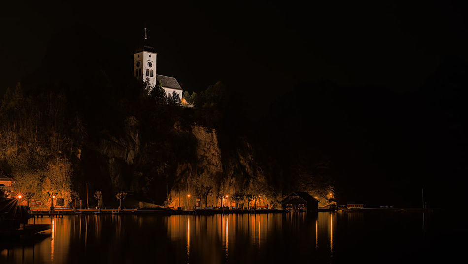 HDR Aus 5 Foto Traunkirchen Kirche Salzkammergut, Austria Traunsee Oberösterreich Austria See Berge Felsen Water Building Exterior Architecture Reflection Built Structure Nature Tree Building Lake Night Illuminated No People Religion Waterfront Place Of Worship Plant Outdoors Belief
