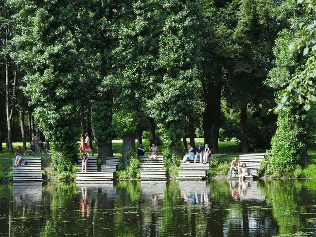 Tavrichesky Garden Park Relaxing Enjoying Life Sankt-peterburg Russia 43 Golden Moments Sunny Day 🌞 People Together Green World Greenyatmosphere Mirror Showcase July