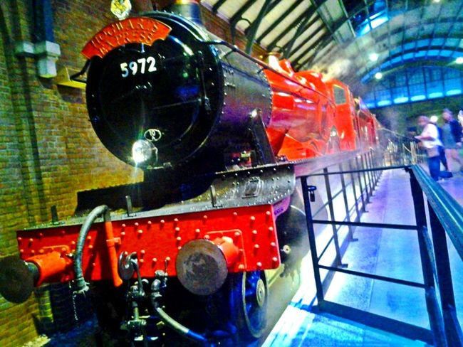 train red london harry potter world waiting steam warner bros