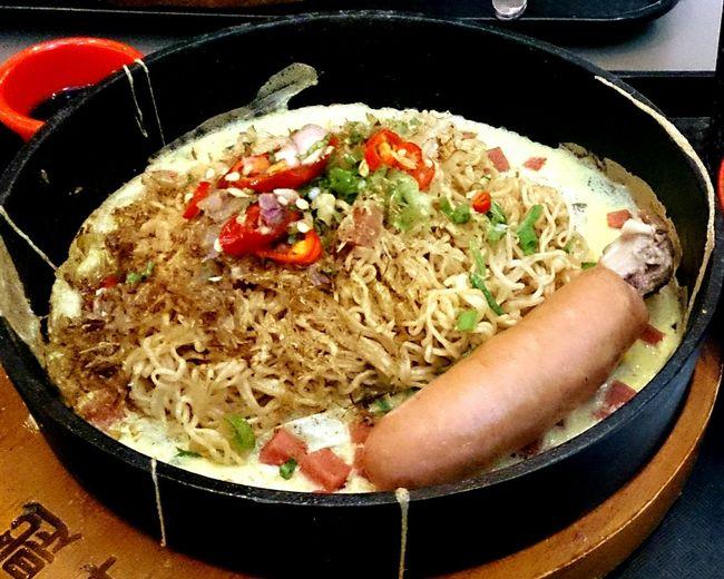 奔匙,炒麵+德國香腸 EyeEm Best Shots DELICIOUS FOOD ♡ Taking Photos 奔匙 Fired Noodles U-town Eating Hungry Lunch Time! Weekend