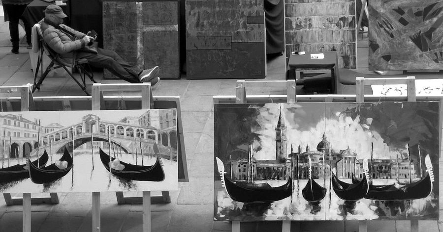 Arte in piazza Architecture Art Gallery Bianco E Nero Black And White Boat Canal Dipinto Gondola Men Mercato Outdoor Photography Painting Pittore Ponte Di Rialto Real People Rialtobridge Selective Focus Streetphoto_bw Streetphotography Taly Veneto Venice, Italy Water Water_collection Waterfront