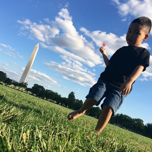 Jeffersonjr near Washingtonmemorial ... Idk what's going on with his legs/feet in this picture tho lol. WashingtonDC Vacation funday