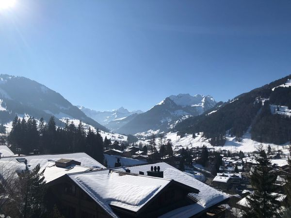 Beautiful and sunny Peace Light EyeEm Nature Lover EyeEmNewHere I❤️Gstaad Bolonie Style Bolonie Art Bolonie Mountain Building Exterior House Architecture Snow Built Structure No People Winter Clear Sky Residential Building Outdoors Cold Temperature Roof Beauty In Nature Sky Day Nature Mountain Range