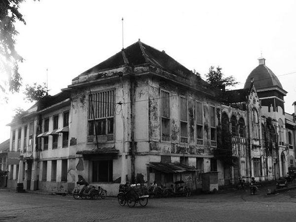 •The Old Town.• . . . .Semarang, 05 Mei 2013 Canon Exploresemarang Bw Blackandwhite Bw_society Bw_indonesia Streetphoto Streetphoto_bw Streetphotography Instagram Instabw Insta_bw Bnw Bnw_society Bnw_captures Wisatasemarang Visitsemarang Visitjateng Visitindonesia Exploreindonesia Oldbuilding Building Historical Landscape Landscape_lovers landscape_captures bw_indonesia bnw_worldwide bw_street