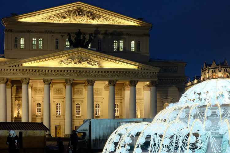 Bolshoi theatre in moscow lit up at night