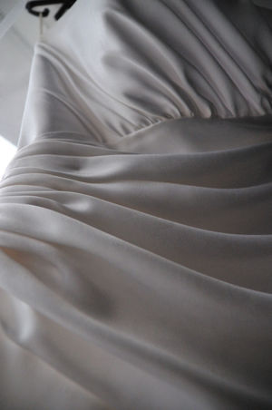 Wedding dress with nice texture S Textures And Surfaces Wedding Wedding Photography Bridal Dre Bridal Fashion Satin Smooth Texture White Gown