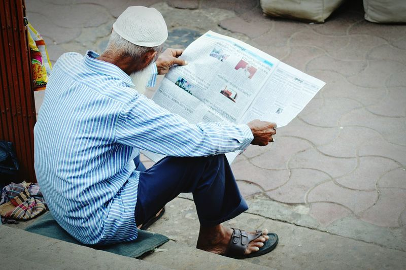 Adults Only Newspaper One Person One Man Only NewsReaders Newspaper Variation ManWithStreetstlyle Man Reading Newspaper Man Reading EyeEmNewHere Connected By Travel Ahmedabad India EyeEm Selects The Week On EyeEm The Photojournalist - 2017 EyeEm Awards The Great Outdoors - 2017 EyeEm Awards Heritage Walk Ahmedabad Heritage Walk Nikon3200 Photography Bloggerlife Bloggers Blogphotography Rethink Things Moving Around Rome