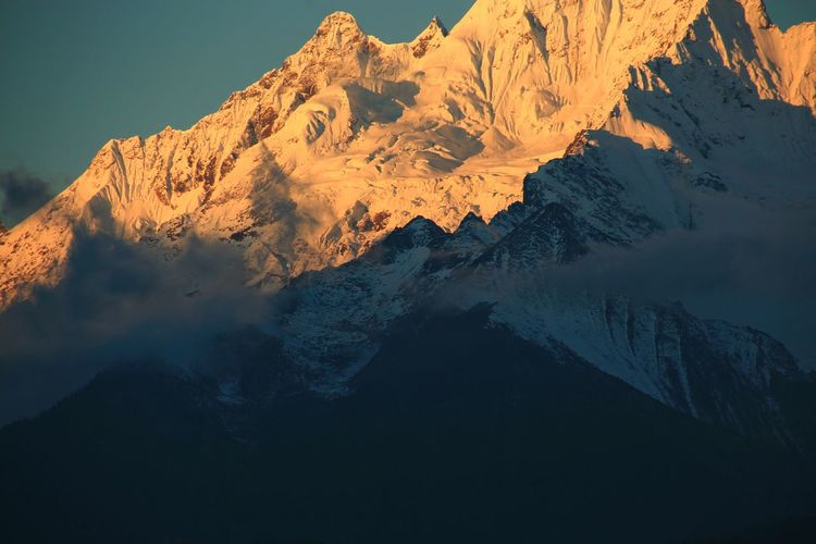 Close-up Himalayas Himalayan Range Close-up Light Morning Light Mountains Light And Shadow Beauty In Nature China Scenics - Nature Wonderful Mist Travel Mountain Lake Landscape Mountain Range Sky Snowcapped Mountain Geology Snow Mountain Peak Foggy Snow Covered Cold Rock Formation
