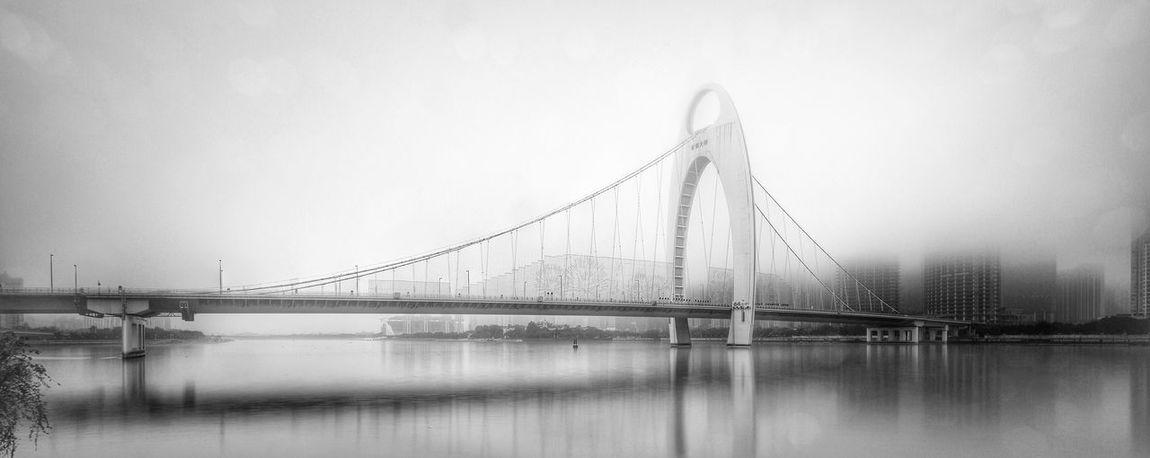很少机会可以把猎德桥拍的这么干净,云雾将珠江新城的高楼大厦都吞没掉~~~ Long Exposure Rainy Days Fog Rain Black & White Guangzhou China Bridge