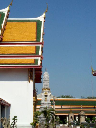 Getting in touch : Wat Poh ( Tatian ) Bangkok, Thailand, Taking photos.