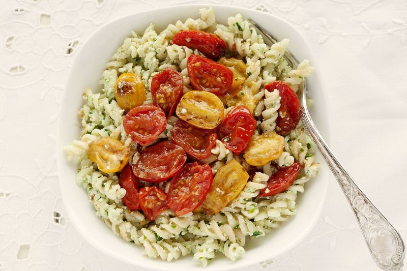 Fusilli sauteed pasta with cherry tomatoes and ricotta pesto. Elegant placemat Food And Drink Healthy Eating No People Directly Above Studio Shot White Background Serving Size Studio Photography Natural Light UnykaProductions Unykaphoto Pesto Pesto Sauce Ricotta Ricotta Cheese Parsley Basil Pasta Pastaporn Fusilli Fusilli Pasta Italian Food Ready-to-eat Placemat Elegant Food Stories