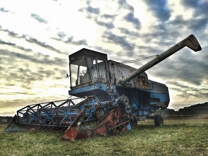 Agriculture Harvest Harvester HDR Hdr Edit IPhoneography Showcase: February Iphone6 Iphonephotography Taking Photos Heavy Postprocessing Postprocessing 2016 Sunday Machine Hanging Out Outdoors No People Snapseed Edit Tryingout Experimental Great View Clouds And Sky Cloudporn