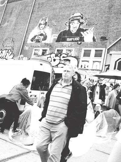 Vintage Shopping Shopping Looking At Things Relaxing graffiti
