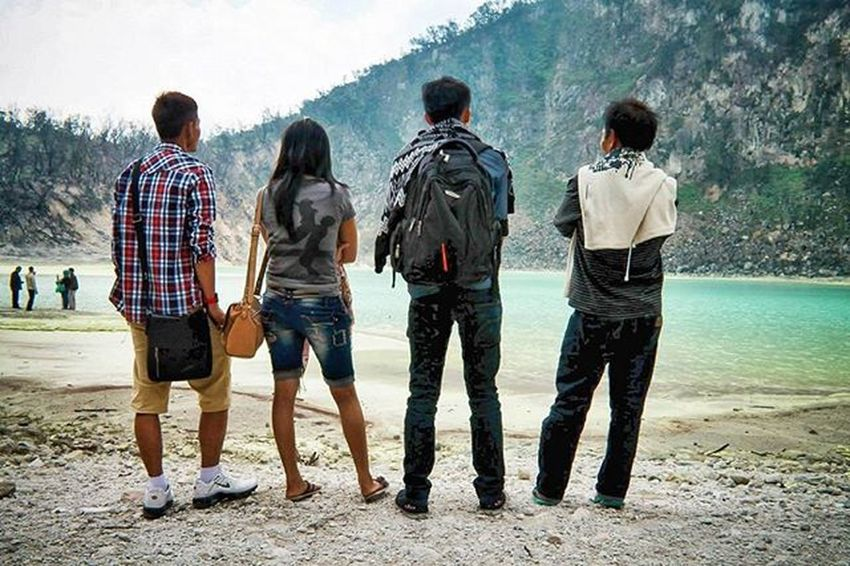 Edisi sayang dibuang Stone Beutiful  Ciwidey Kawahputih Funny Wonderful_places Greatview Love MyTripMyAdventure Nature Natural Indonesian Panorama Landscape Explore Exploreindonesia Hunting Art Chasinglight Photograph Latepost Streetphotography Jalanjalan Candid Water jalanjalan niceview bestfriend bridge mountains