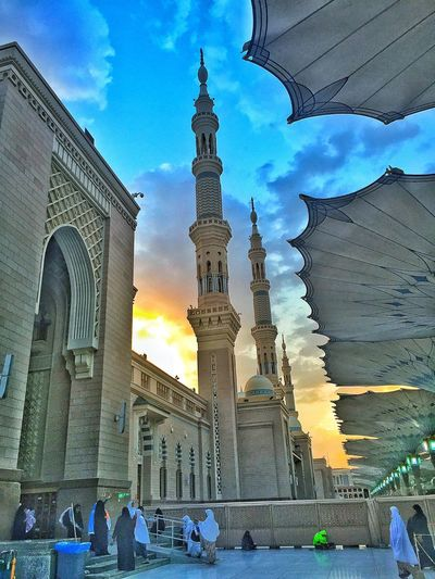 Nabawi Mosque Medina Women Islam Pray Sky And Clouds Sunrise_sunsets_aroundworld The Photojournalist - 2016 EyeEm Awards The Architect - 2016 EyeEm Awards Roof Automatic Roof