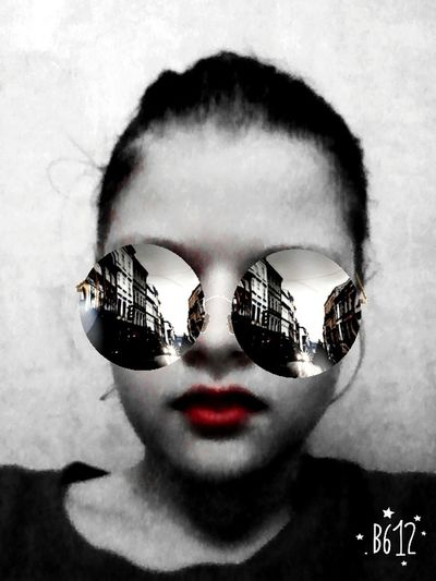 B612 класс супер каникулы Digital Composite Sunglasses One Man Only Adults Only Adult One Person People Only Men Portrait Human Body Part Looking At Camera Futuristic Disguise Human Face Men Young Adult Cyberspace Day Close-up Sky