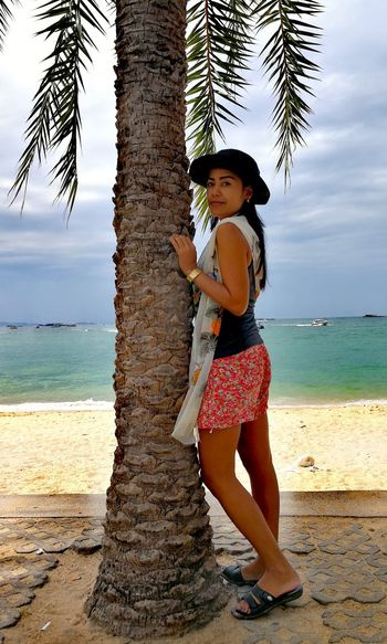Beach One Person Portrait Me Outdoors Water Standing Only Women Palm Tree Tranquil Scene EyeEm Selects 2017 Thailand🇹🇭 EyeEmNewHere Scenics Eye4photography  Adult People Nature Horizon Over Water Beautifull Beauty Trending Now Be. Ready. Week On Eyeem