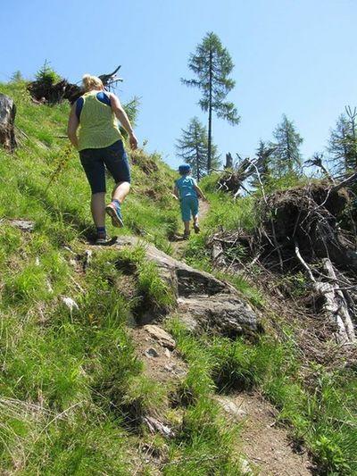 Vanishing Point Childhood Kindheit Hiking Wandern Berge Mountains Taking Photos Kärnten Emberger Alm
