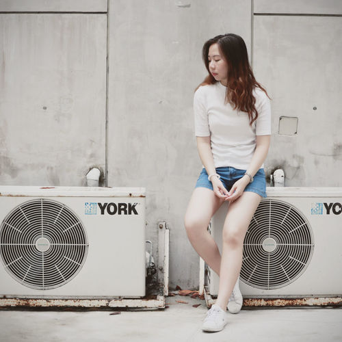 Minimal girl Minimal Vintage Whiteshirt  Shortjeans Jeans Shoe Aircondition Sadness Depression - Sadness Depression Lonely Quiet Moments Full Length Women Young Women Beautiful Woman Beauty Females Long Hair Fashion Fashion Model Portrait Human Leg