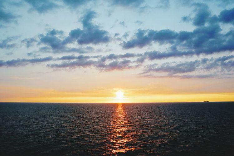 Persian Gulf Sunset Abu Dhabi Summer Sunset Skyline Sunrise Clouds Horizon Over Water Horizon Ocean View Ocean Photography Golden Hour