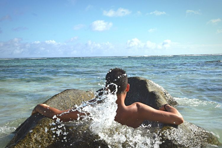 Sommergefühle Horizon Over Water Seychelles Ladigue Anse Source D'argent One Person First Eyeem Photo