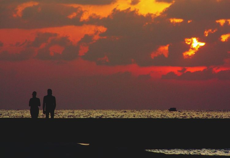 Maldives Sunset Sunrise Clouds Sea Couple