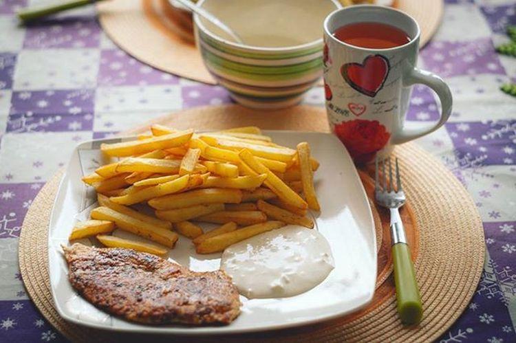 Today Dinner Obiad Weekend Free Time Sobota Saturday Food Instafood Yummy Delicious Home Homesweethome Frytki Pommes Frites Pommesfrites Papirus Sos Czosnkowy Polishgirl Polishboy  Poland Cooking likeforlikel4lf4f