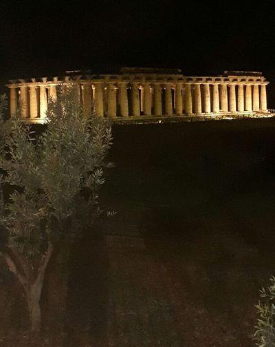 La maestosità dei templi City Illuminated Black Background Cityscape Architecture Sky Old Ruin Amphitheater The Past Ancient Ancient Civilization Historic Archaeology