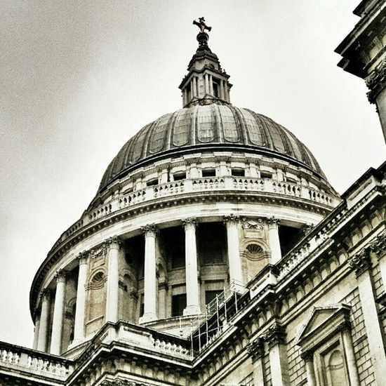 St Paul's Cathedral. #London #city #sight #church #cathedral #stpauls #stpaulscathedral City Church Cathedral Sight London SLR Stpauls Hot_shotz StPaulscathedral Amazigram Instagood_germany Canonae1program Canonae1