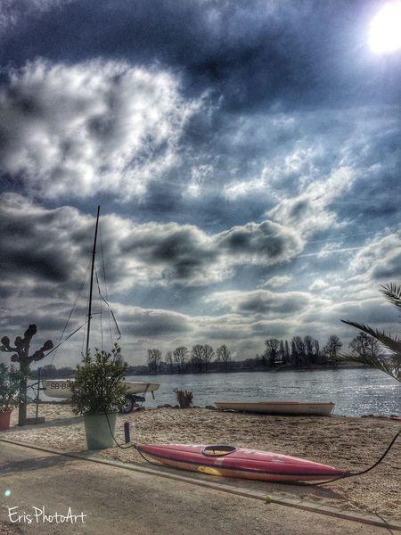 Wunderbarer Tag heute am Rhein :) ☀️ People Watching Enjoying The Sun Sunbathing Relaxing Walking Around Enjoying Life Hi!