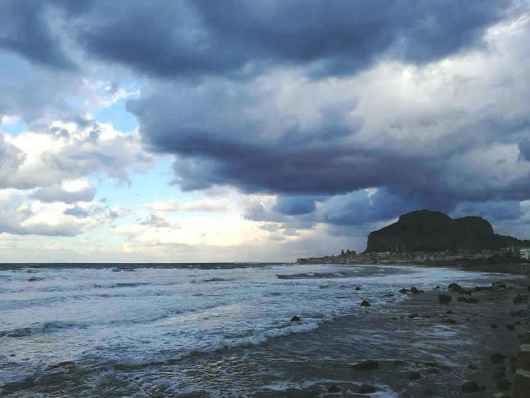 Sea Beach Horizon Over Water Cloud - Sky Dramatic Sky Storm Cloud Outdoors Thunderstorm Landscape Day No People Sky Travel Destinations Huaweiphotography HuaweiP9 Cefalú, Sicilia, Mare, Paesaggio Tirreno Tirrenic Sea Rock - Object Coastline City View  City