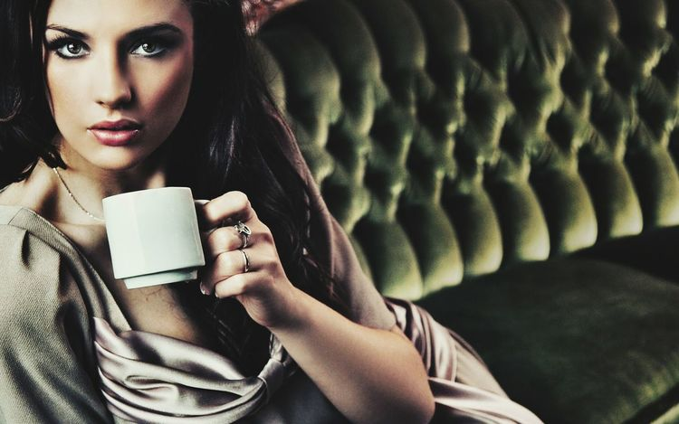 Coffee - Drink Coffee Cup Only Women One Woman Only Looking At Camera Beautiful People Young Women Winter Portrait