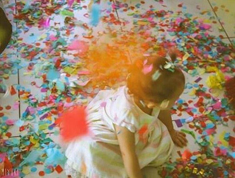 Inocência das crianças em um mundo colorido People Photography Centrostorico Peoplescreatives Folhadesaopaulo Portoalegre  Art Arte Artofvisuals Retrato Miyuki Partytime Achadododia Achadosdasemana