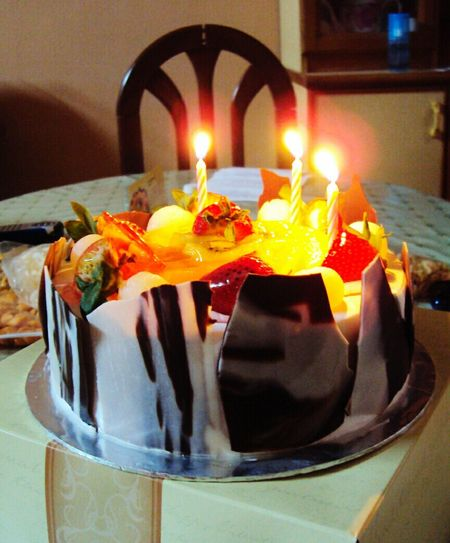 Visual Feast Flame Candle Sweet Food Cake Dessert Freshness Close-up Birthday Cake Cake Lover Fruit Toppings Healthy Eating Cakedesign Multi Colored Chocolate♡ Creative Decoration No People Ready-to-eat