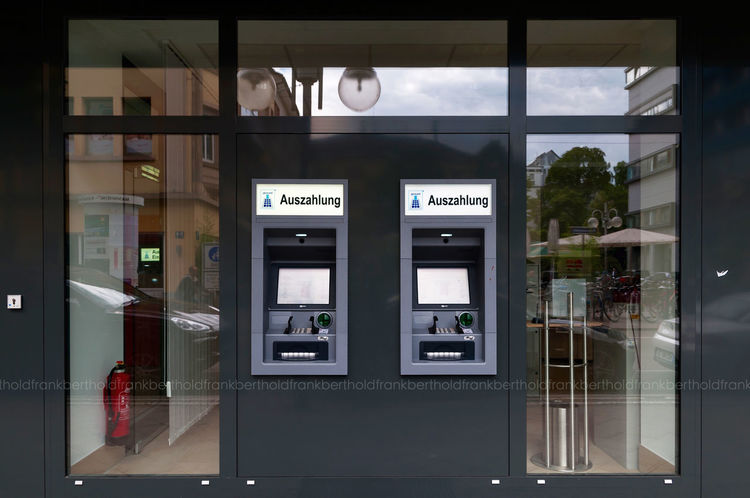 Insert your Pin please: _ _ _ _ Confirm Cityscapes Atm Streetphoto_color Frandi Bank Streetphotography