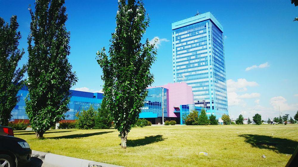 AutoVaz LADA Sky Car Avtovaz Avtograd Autograd Blue Tower Vaz Grass Factory