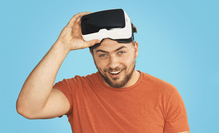 VR oogles 3D Cardboard Casual Clothing Close-up Headshot Leisure Activity Lifestyles Portrait Technology Virtual Reality Virtual Reality Simulator Vr Wearables