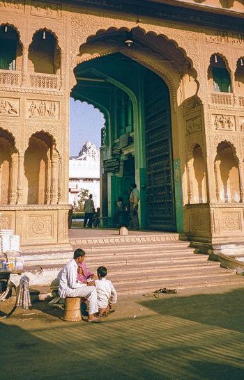 Ramavaikunth temple entrance Architecture Filmphotography Gate Historic India Indien Outdoors Portal Pushkar Rajasthan Ramavaikunth Temple Sitting Sitzen Streetlife Temple Travel Destinations
