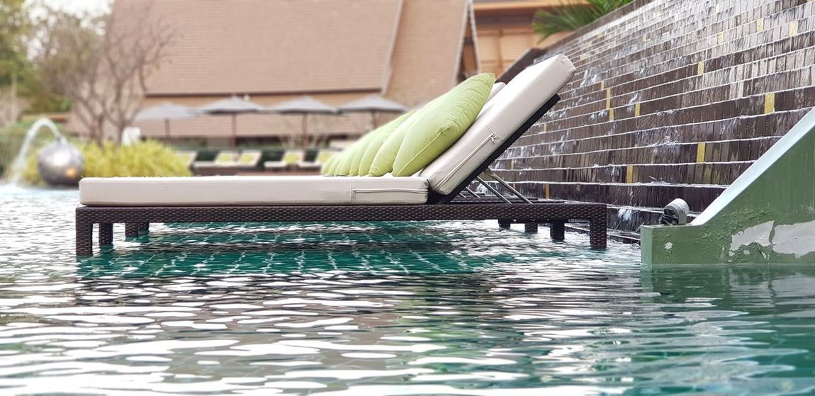 The Spa bed and green pillow on the pool Spa Bed Spa Pillows Pillows And Blankets PillowLover Pooltime Poolsideview Pool Photography Poolside ❤ Poolday Water Built Structure Swimming Pool Architecture Building Exterior Day No People Outdoors Nature