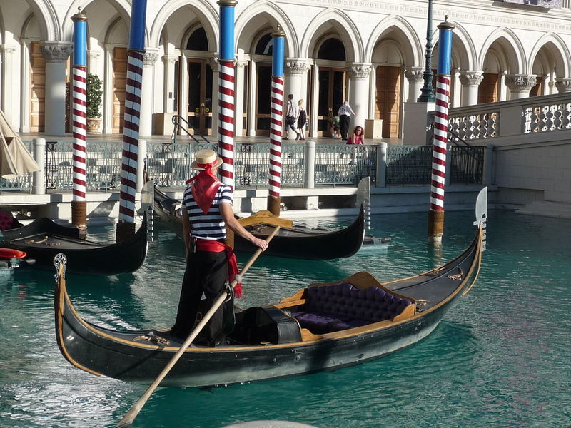 Adult Adults Only Canal Cultures Day Gondola - Traditional Boat Gondolier Nautical Vessel One Man Only Only Men Outdoors People Regatta Tourism Transportation Travel Travel Destinations Water