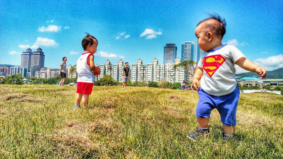 superman很會搭訕ㄟ😎Picnic Taking Photos Picnic_day Superman Cute♡ Happy :) Sunday Littleboy